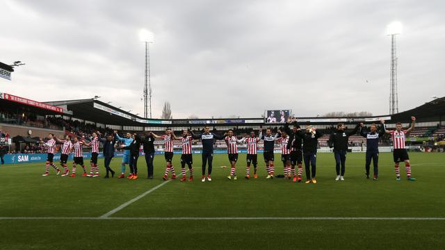 Sparta van laatste plaats af door zege op ADO, remise bij Twente-Groningen