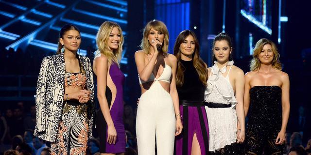 Lily Aldridge staat achter vriendinnengroep Taylor Swift