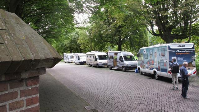 Steeds meer campers aan Nijverheidssingel