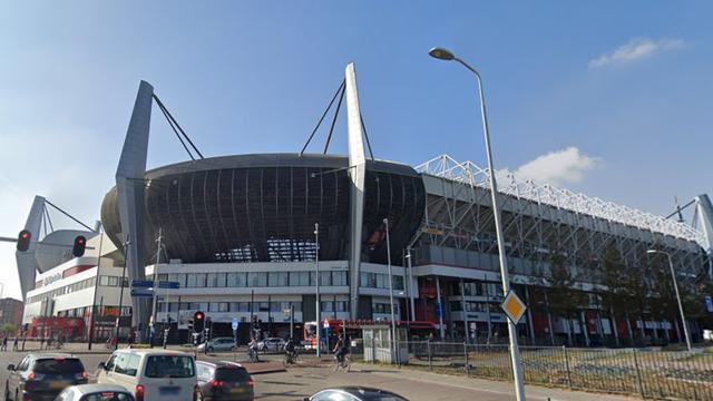 Supportersvereniging PSV zamelt speelgoed in voor stichting