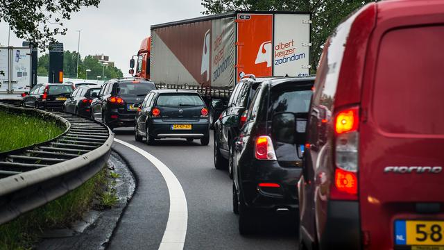 A50 richting Eindhoven dicht na ongeluk met drie auto's
