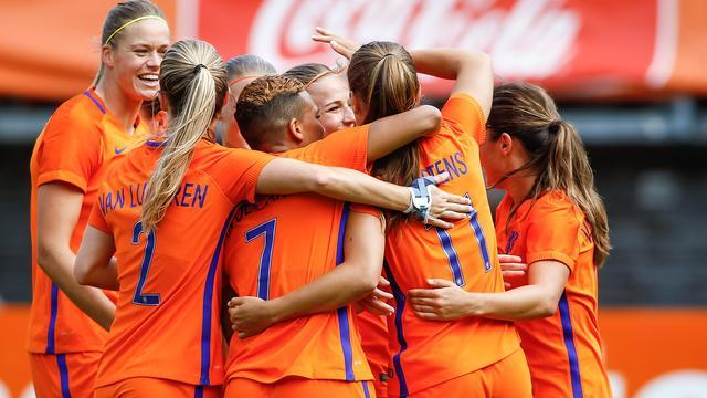 Oranjevrouwen veel te sterk voor Wales in laatste oefenduel voor EK