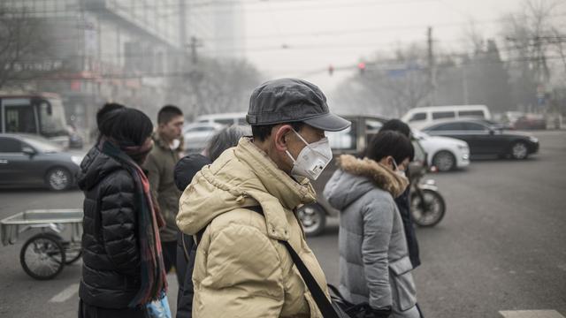 'China stelt strenge milieuregels voor vervuilende auto's uit'