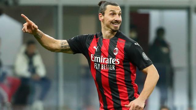 Zlatan Ibrahimovic maakte zaterdag na elf duels weer speelminuten voor AC Milan.