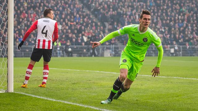 Thanks To Malen Psv Is In The Top Position Against Ajax Teller Report