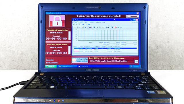Laptop met zes gevaarlijkste virussen voor ruim 1 miljoen euro verkocht