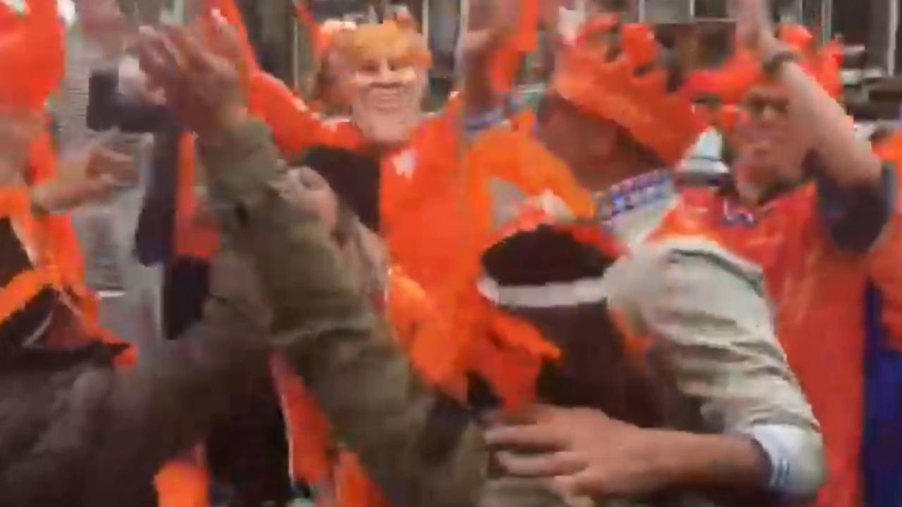 'Vergistoeristen' vieren Koninginnedagfeest op boot