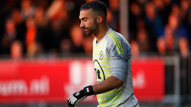 Almere City-keeper Etemadi door het stof na cruciale blunders in play-offs