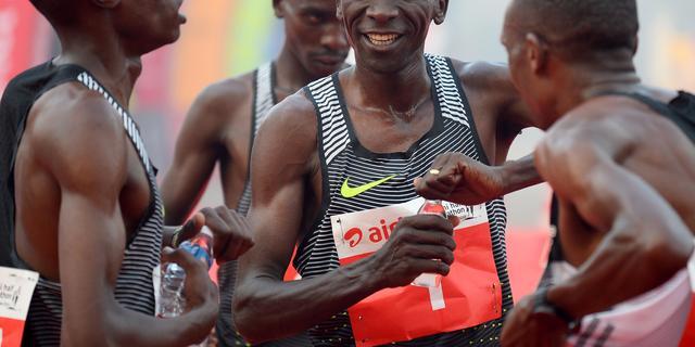Kipchoge wil in mei marathon onder twee uur lopen