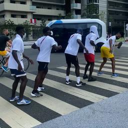 Video | Ghanese atletiekploeg gaat al dansend terug naar hotelkamer