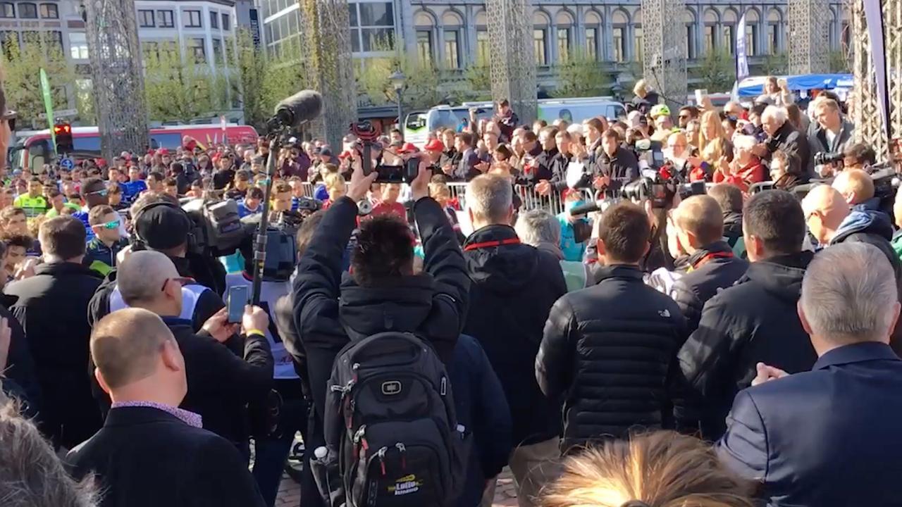 Applaus voor overleden wielrenner Scarponi bij Luik-Bastenaken-Luik