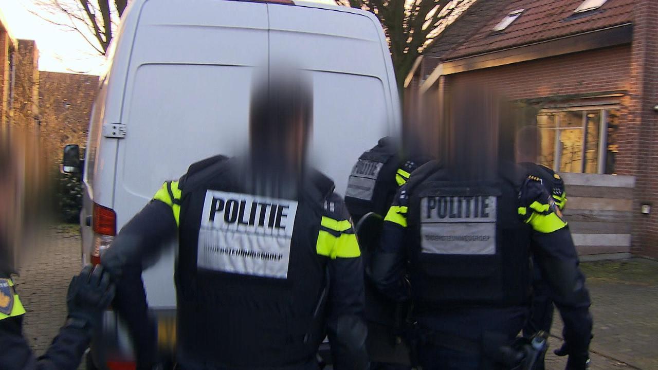 Politie doet heftige inval bij stalker