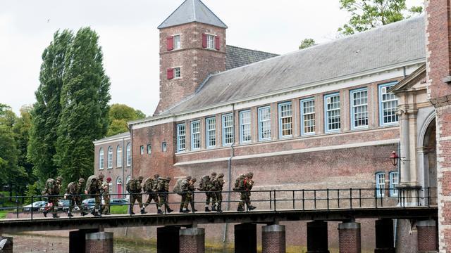 Twee militairen op de KMA in Breda aangehouden voor drugshandel