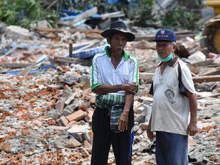Beving had magnitude van 6.3, aardverschuivingen bij vulkaan Rinjani
