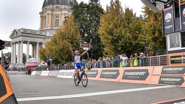 Pinot profiteert van val López en wint oudste wielerkoers Milaan-Turijn