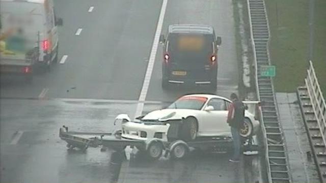 Twee Porsches belanden in vangrails bij afzonderlijke ongelukken op A10