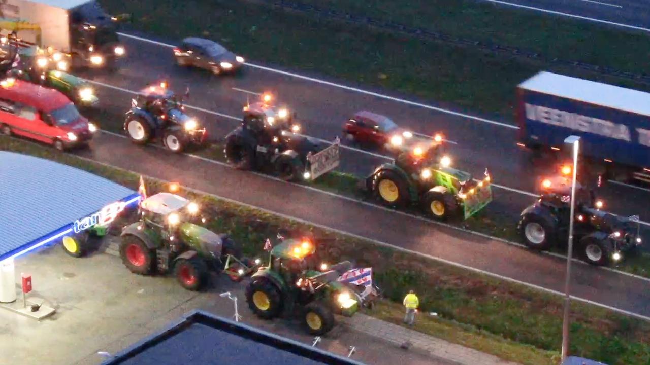 Dronebeelden tonen drukte op A27 door boerenprotest
