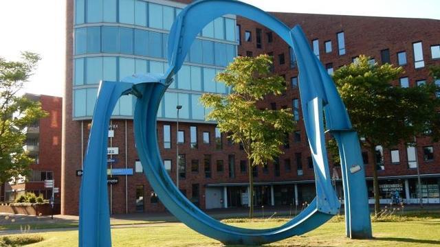 Nieuw kunstwerk op rotonde Raoul Wallenbergplein
