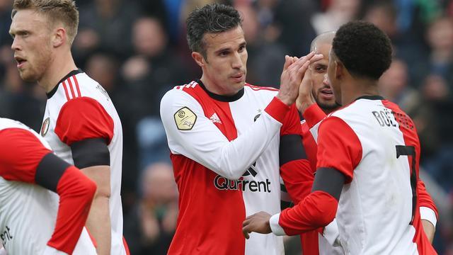 Van Persie: 'Het streelt me heel erg dat Feyenoord met me verder wil'
