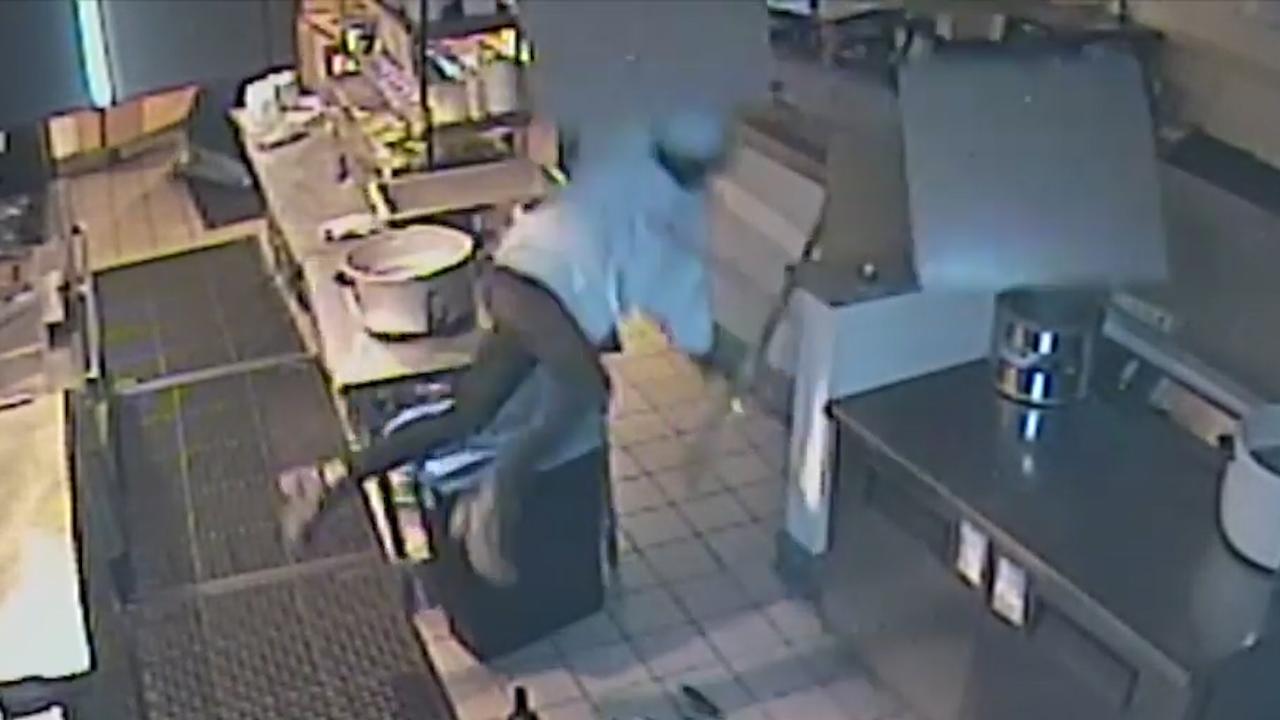 Inbreker valt door plafond van restaurantkeuken in VS