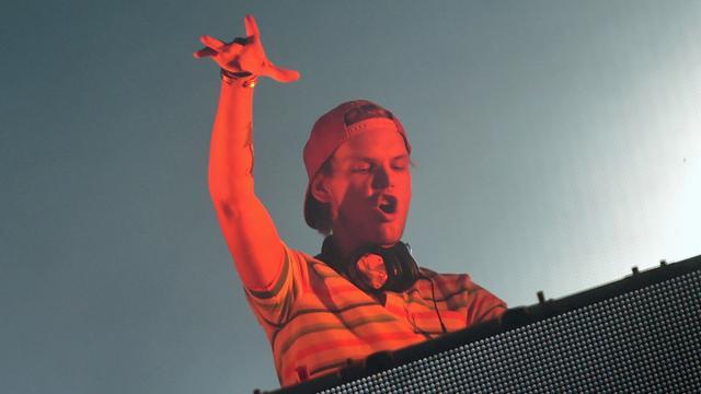Honderden fans bezoeken herdenking overleden dj Avicii