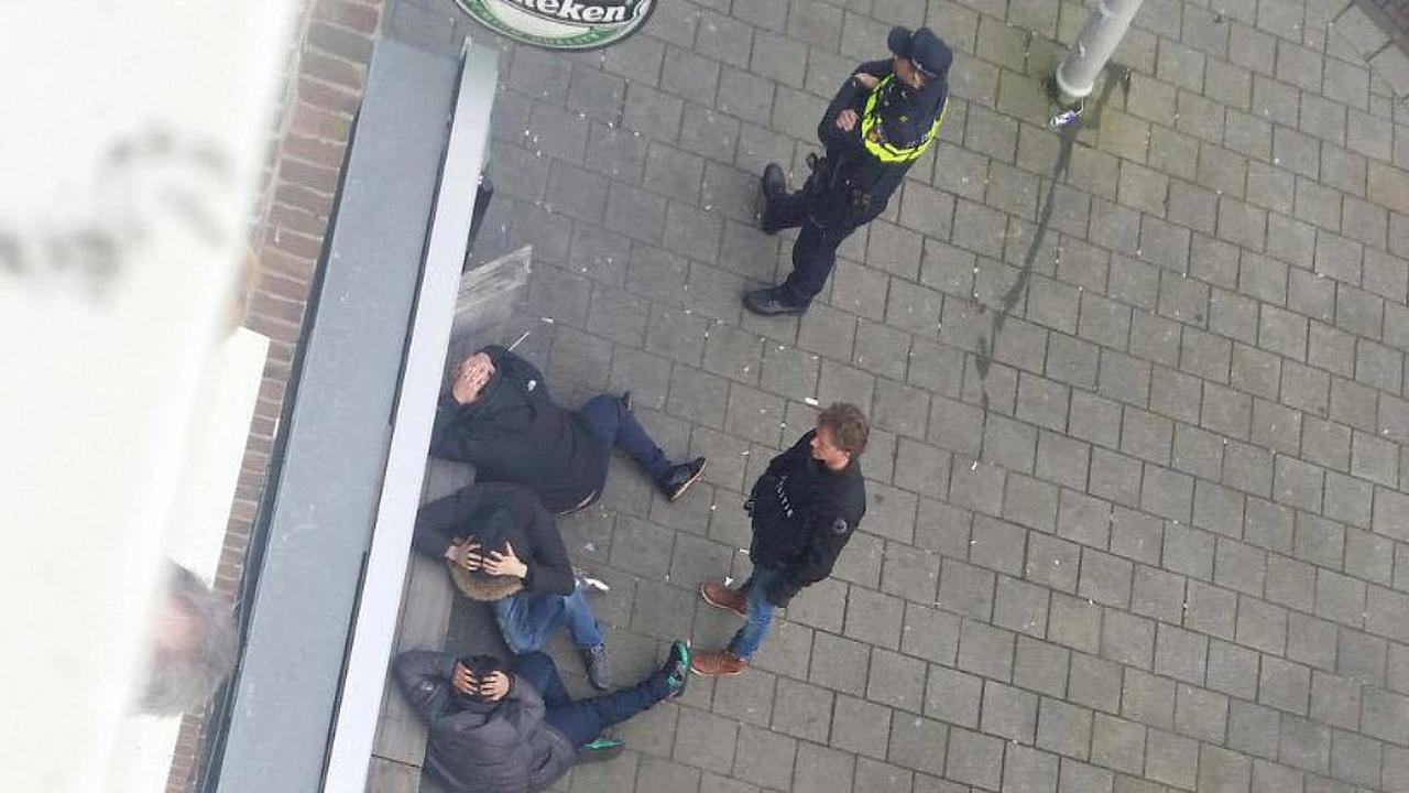 Politie valt café Amsterdam-Oost binnen
