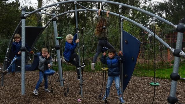 Nieuw schoolplein van De Aventurijn in Middelburg officieel geopend