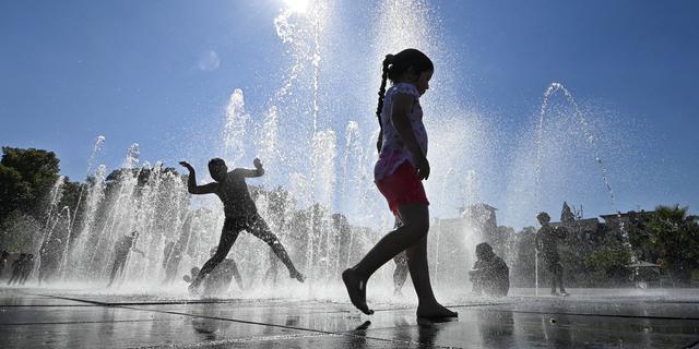 Vakantieweer: Dicht bij huis wisselvallig, verder weg zonnig en warm