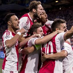 Ajax viert terugkeer in Champions League met zege op AEK Athene