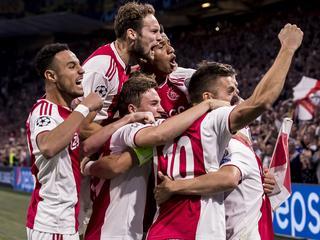 Linksback Tagliafico leidt Amsterdammers met twee goals langs Grieken