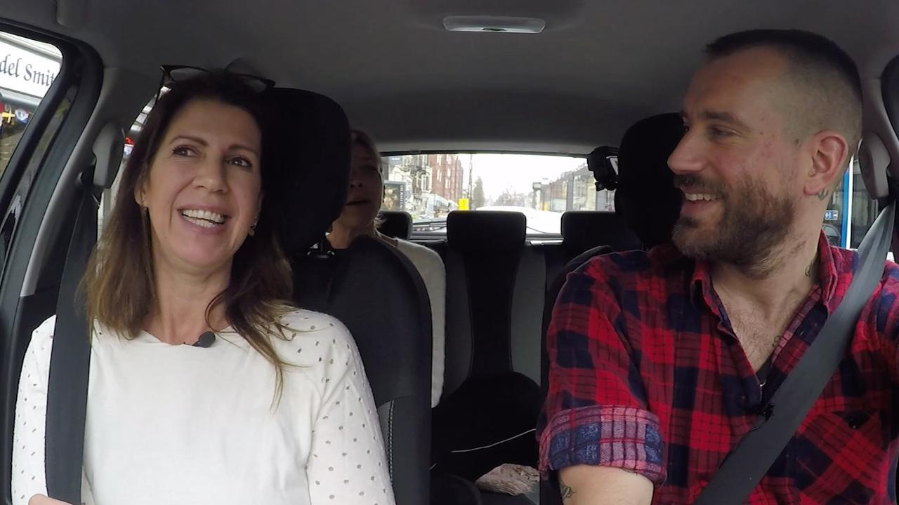 In de auto met Isa Hoes: Energie van jongere mannen vind ik superleuk