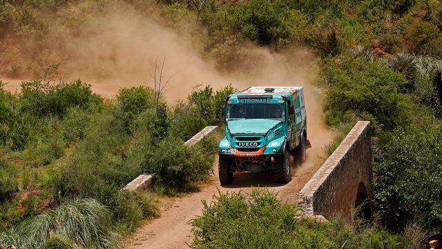 Trucker De Rooy wint etappe, Versluis nieuwe leider in Dakar
