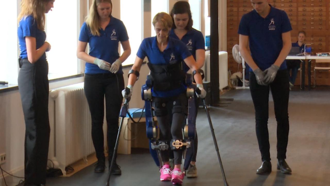 TU Delft geeft 'enkels' aan exoskelet voor mensen met dwarslaesie