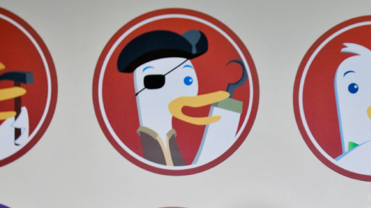 Search engine DuckDuckGo removes commands for internet