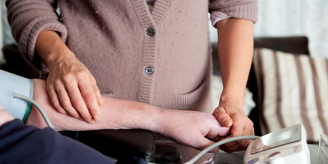 Bestuurders zorgbureaus opgepakt voor miljoenenfraude met pgb