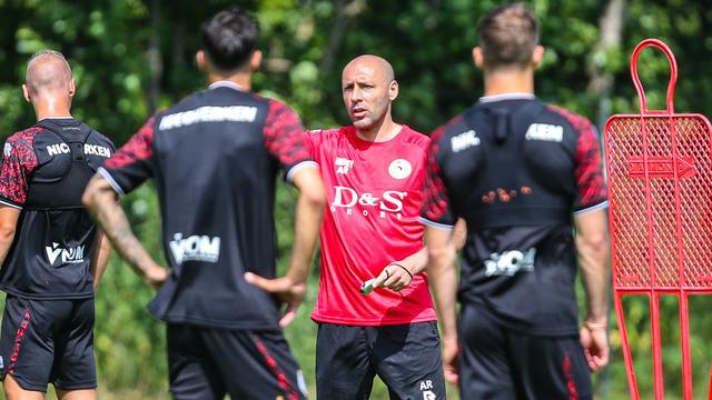 Aleksandar Rankovic is de assistent van Fraser.