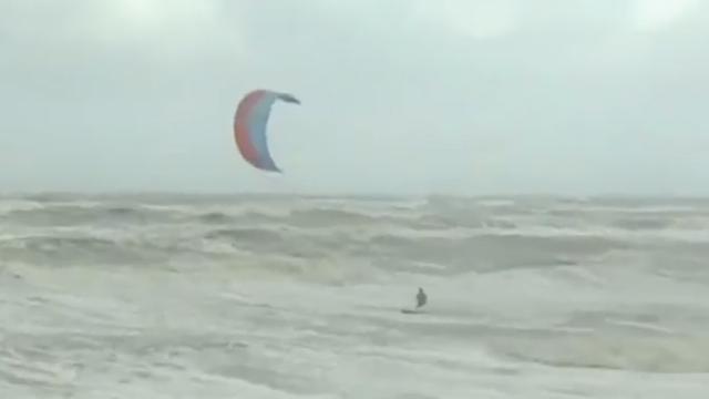 Livestream: Eerste officiële herfststorm trekt door Nederland