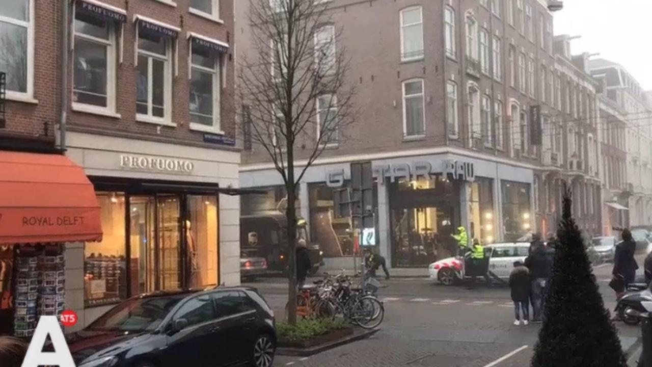 Aanhouding met getrokken pistolen op PC Hooftstraat