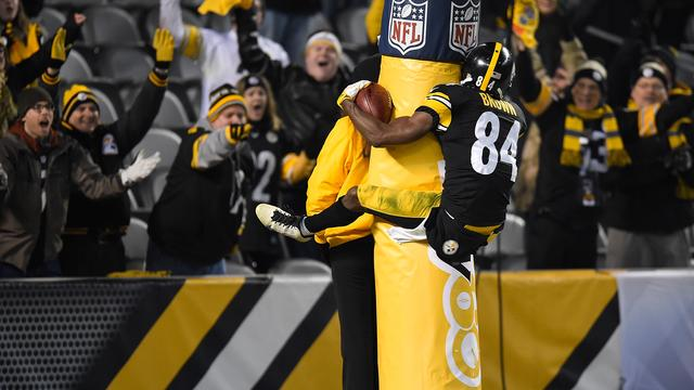 NFL-speler beboet voor tegen paal springen na touchdown