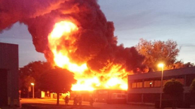Grote brand op industrieterrein in Deventer