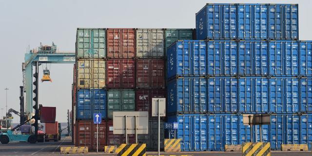 Verstoringen in een van grootste havens ter wereld door coronageval