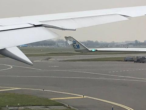 KLM-toestellen licht beschadigd door botsing tijdens het taxiën