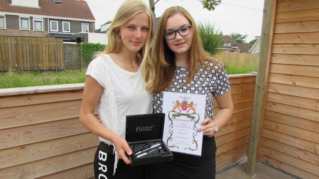 Janet en Toinet onderscheiden voor heldendaad