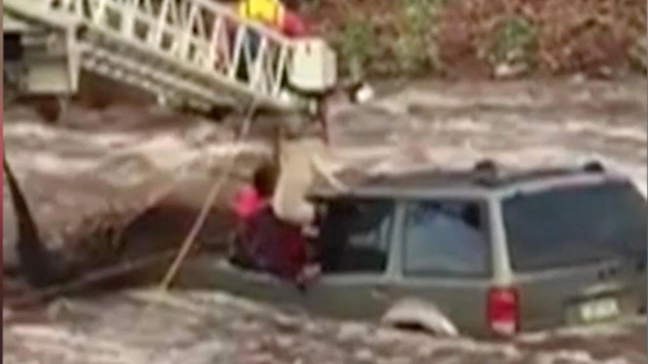 Man en hond uit auto gered na overstroming Colorado