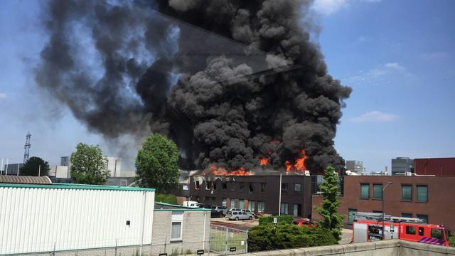 Zeer grote brand bij bedrijf in Helmond