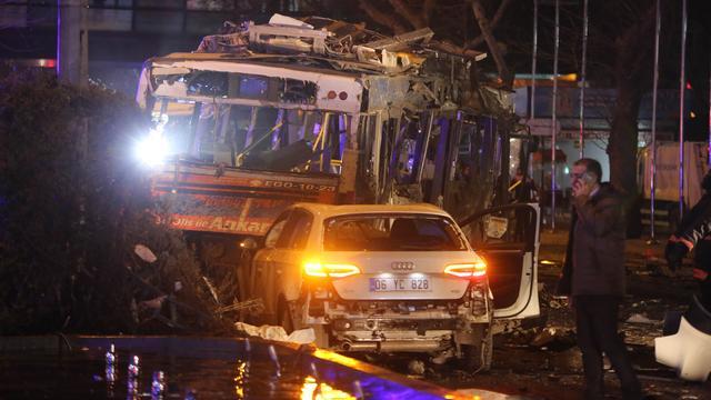 Turkije zoekt nog tien personen na bomaanslag Ankara