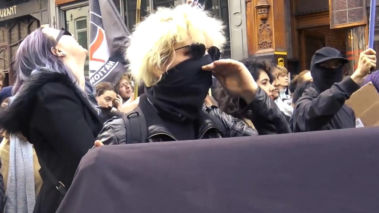 Vrouw bedreigt Baudet met dood bij demonstratie