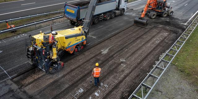 A2 bij Amsterdam weer open na herstel aan wegdek