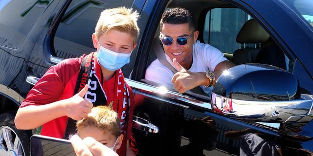 Ronaldo dolblij met terugkeer bij United: 'Sir Alex, dit is voor jou'
