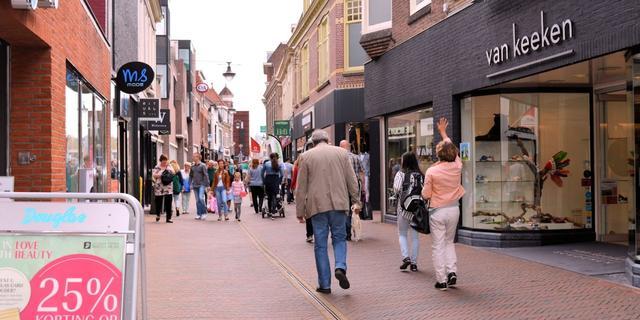 Helft van Nederlanders koopt sinterklaascadeaus in fysieke winkel